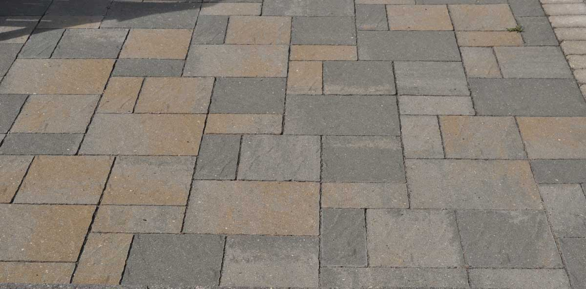 paver patio with a pattern using small and large pavers