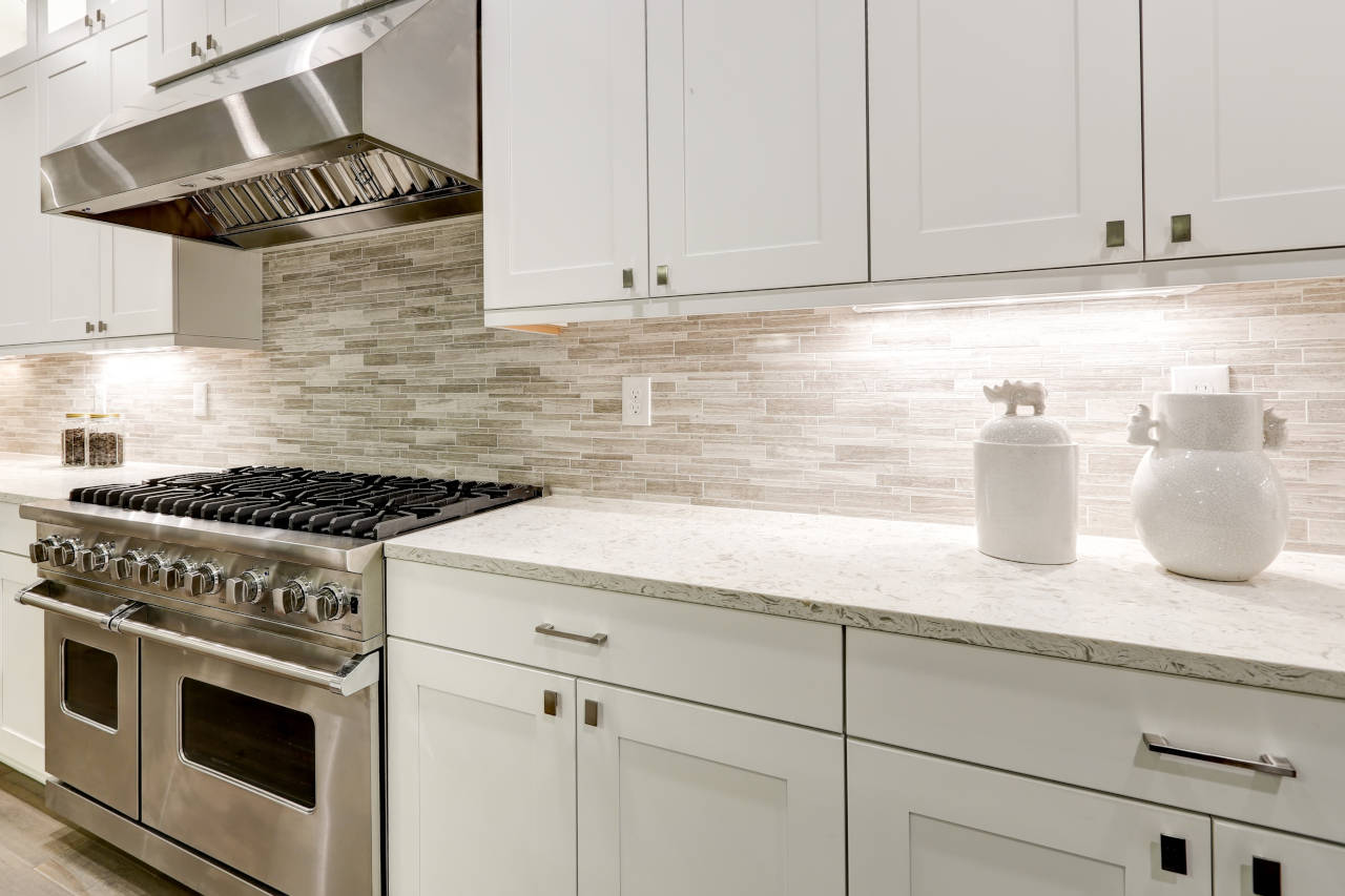 Tile kitchen backsplash using multi-colored tiles