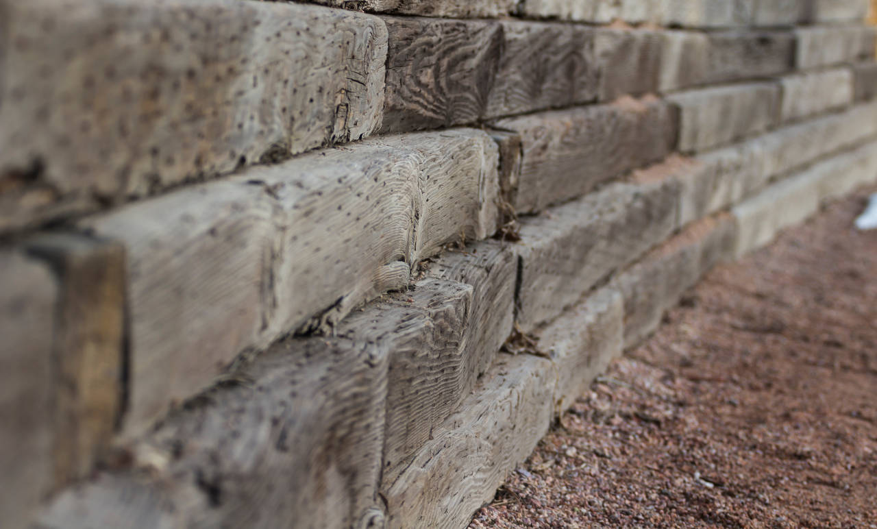 How much does it cost to build a retaining wall in 2018 for Lumber calculator for walls